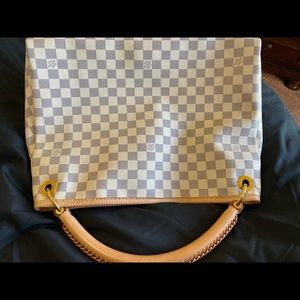 Louis Vuitton Artsy MM-Damier Azur handbag.